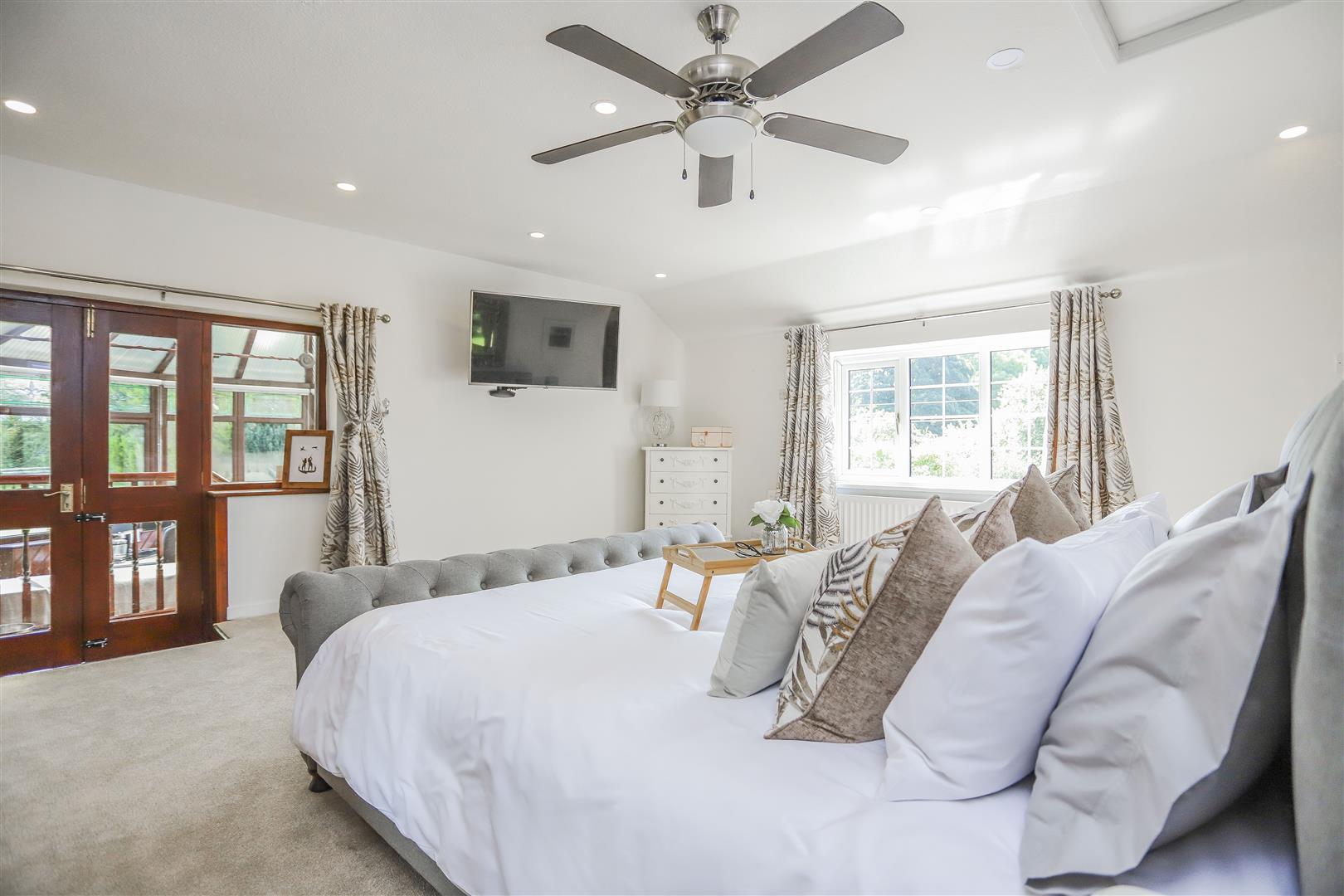 4 Bedroom Semi-detached House For Sale - 26.JPG